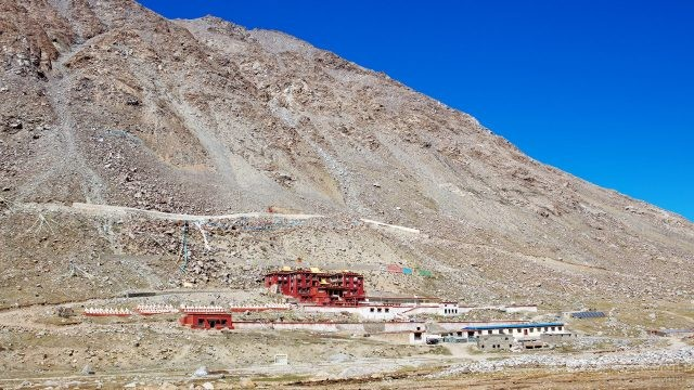 Монастырь Дирапук на высоте 4950 метров