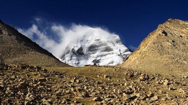 Снежная буря на вершине Кангрибоче