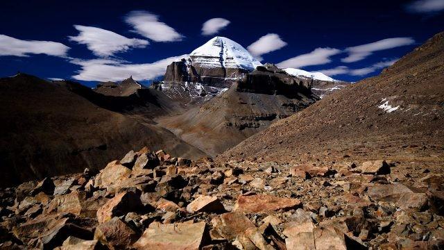 Священная гора на панораме Западного Тибета