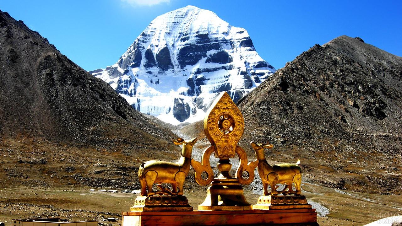 Украшение на тибетской ступе у подножья горы Кайлас