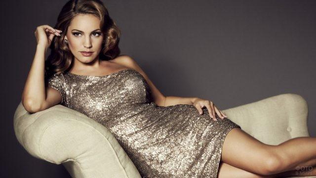 Келли Брук в блестящем платье