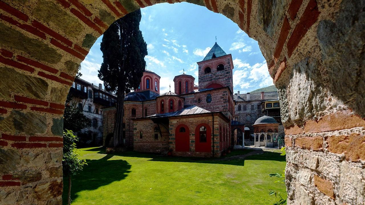 Церковь во дворе монастыря Филофей
