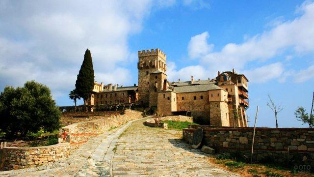 Дорога к монастырю Ставроникита