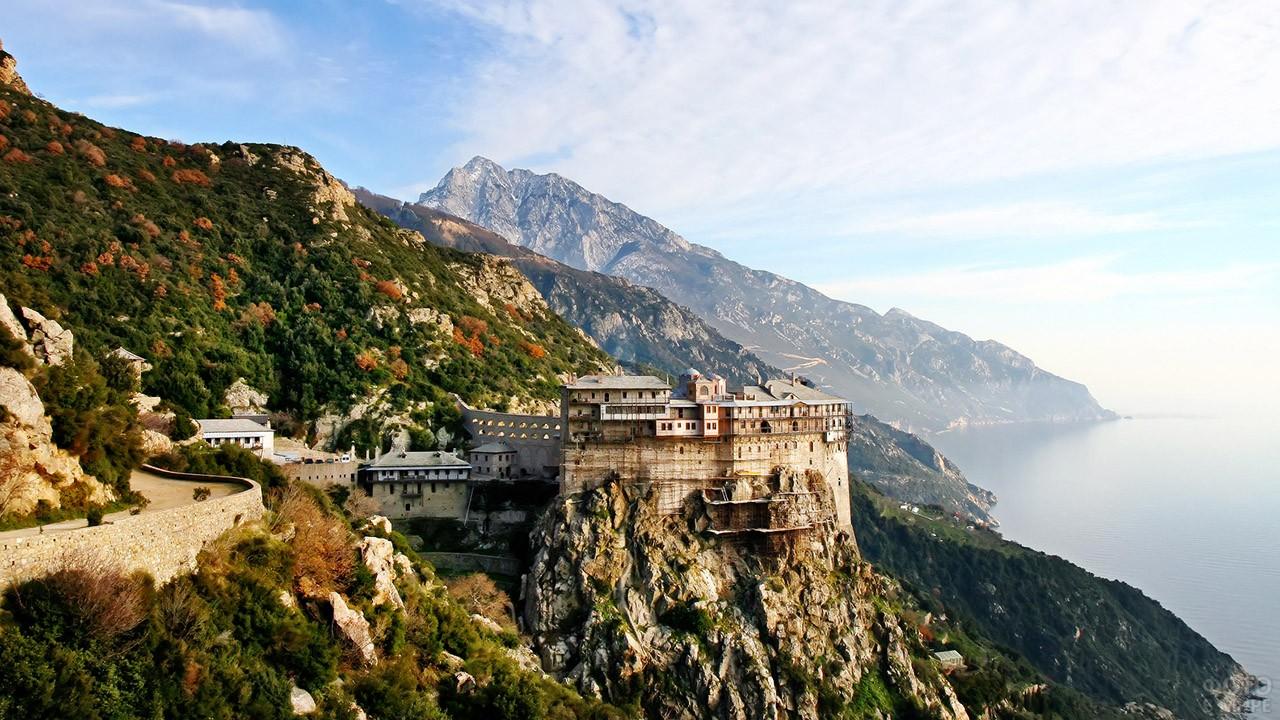 Панорама Святой Горы со стороны монастыря Стимонопетра