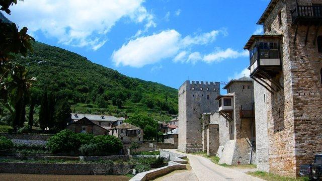 Улица в монастыре Великая Лавра