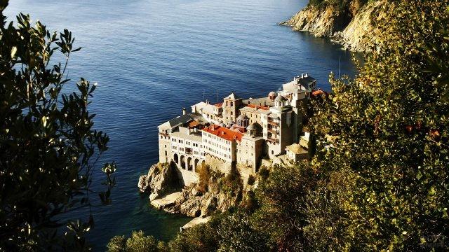 Величественный монастырь Григориат над Эгейским морем