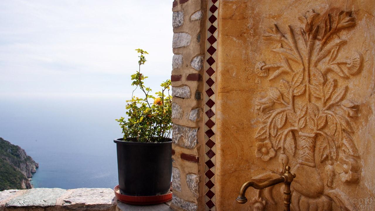 Вид из окна кельи в ските Святой Анны