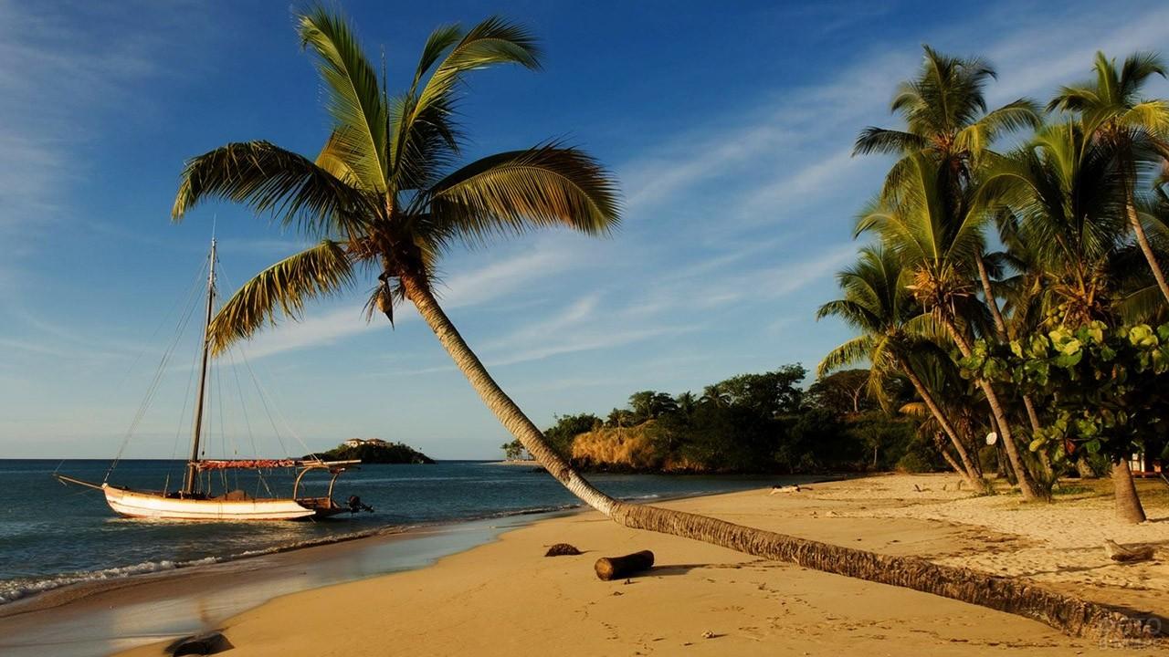 Дивный тропический пейзаж на пляже Носи-Бе