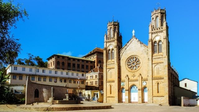Католический собор в Антананариву