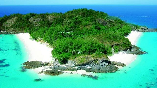 Остров Царабанжина в архипелаге Мицио