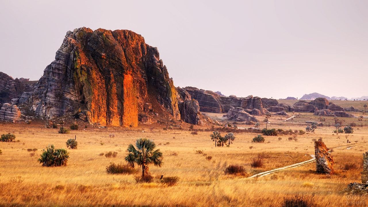 Прерии и скалы в Национальном парке Исалу