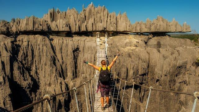 Туристка в заповеднике Цинги-де-Бемараха