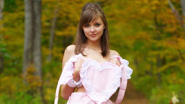 Девушка с чёлкой набок