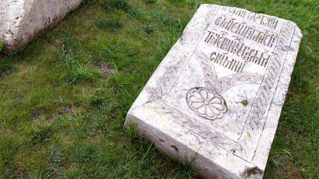 Древнее русское надгробье на территории Кремля