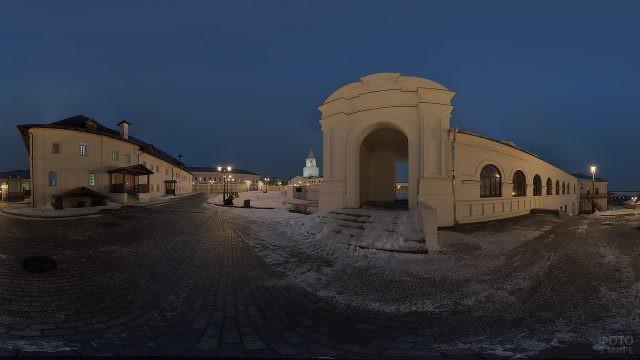 Комплекс Спасо-Преображенского монастыря ночью