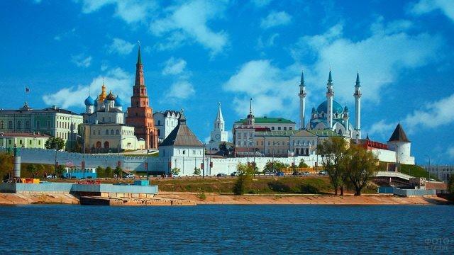 Кремль у реки Казанки