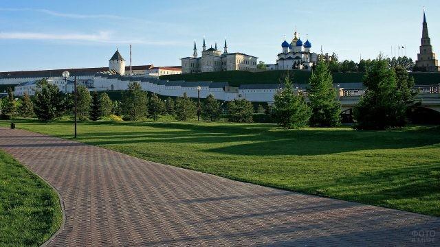 Вид на Казанский Кремль со стороны набережной