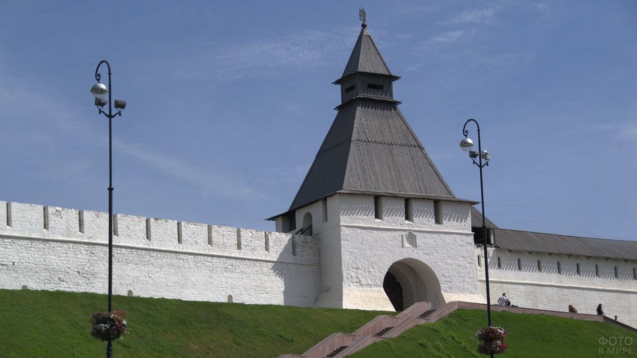 Вид на Преображенскую башню