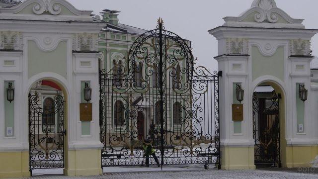 Ворота в Президентский дворец