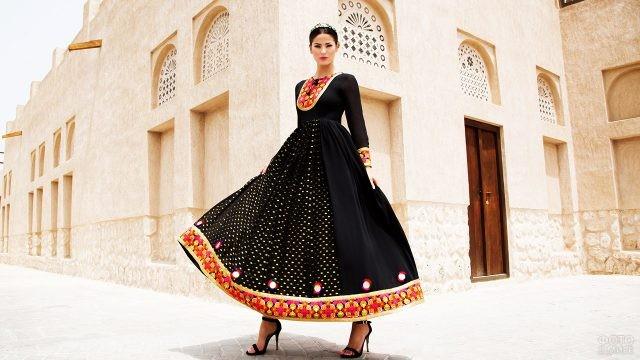 Афганская модница в аутентичном наряде
