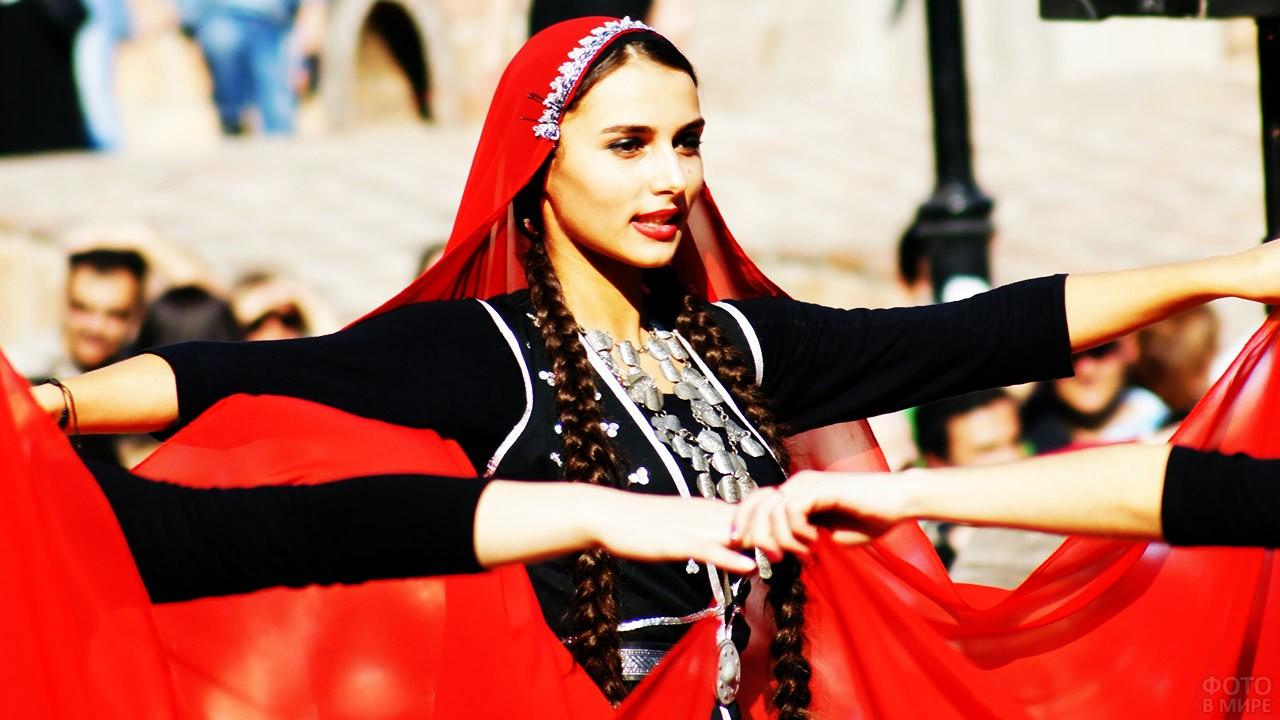 Грузинская красавица в танце