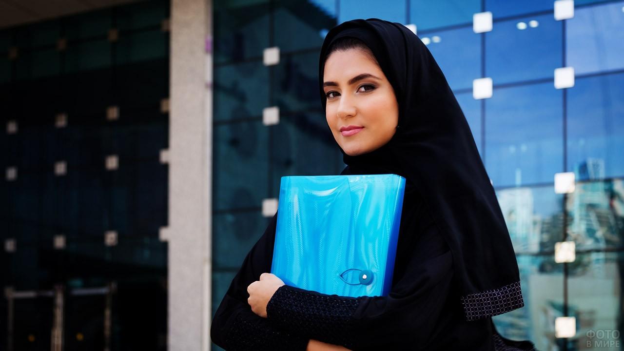 Студентка Университета нефти в Саудовской Аравии