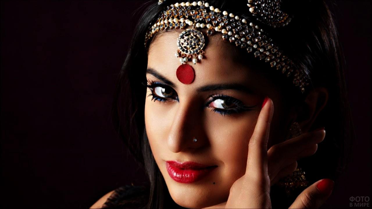 Загадочный взгляд арабской красавицы