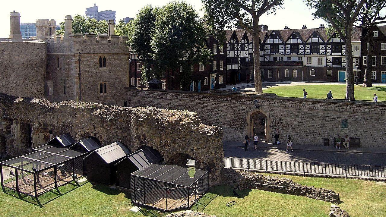 Лондонский замок летом