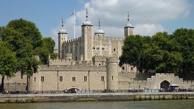 Река Темза у крепости
