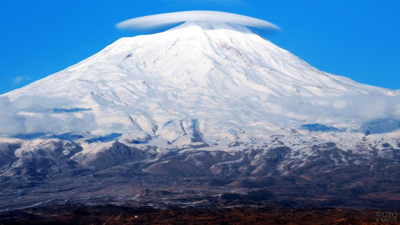 Кольцо облака над вершиной Агрыдаг