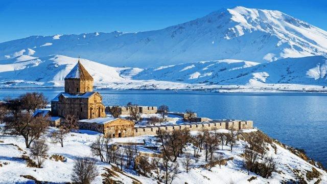 Монастырь Севанаванк зимой