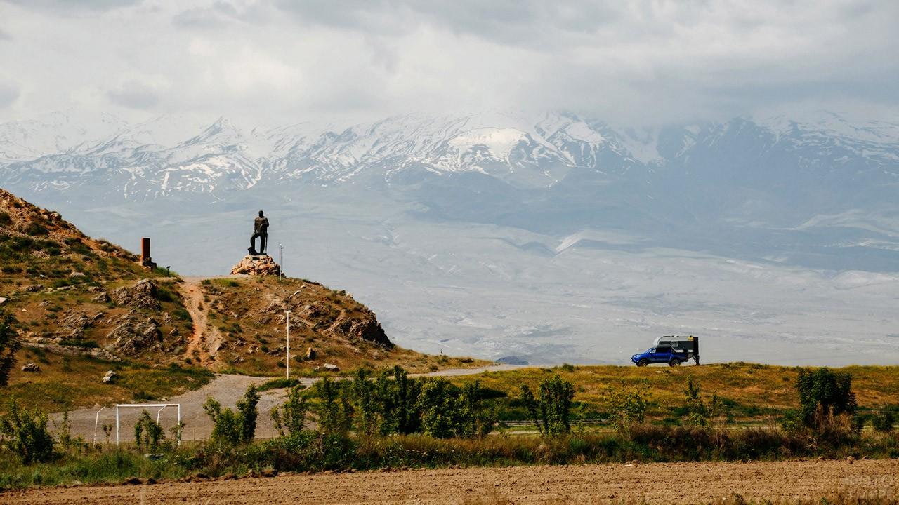 Памятник армянскому герою Геворгу Чаушу