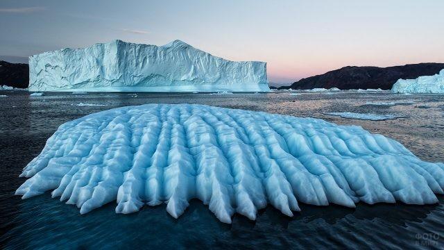 Айсберги в Северном Ледовитом океане