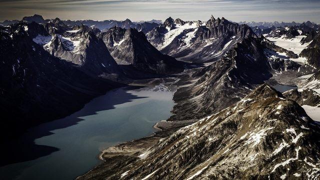 Панорама горного массива Гренландии