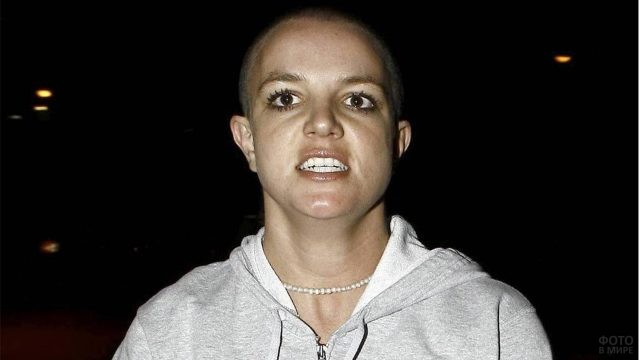 Бритни Спирс без волос
