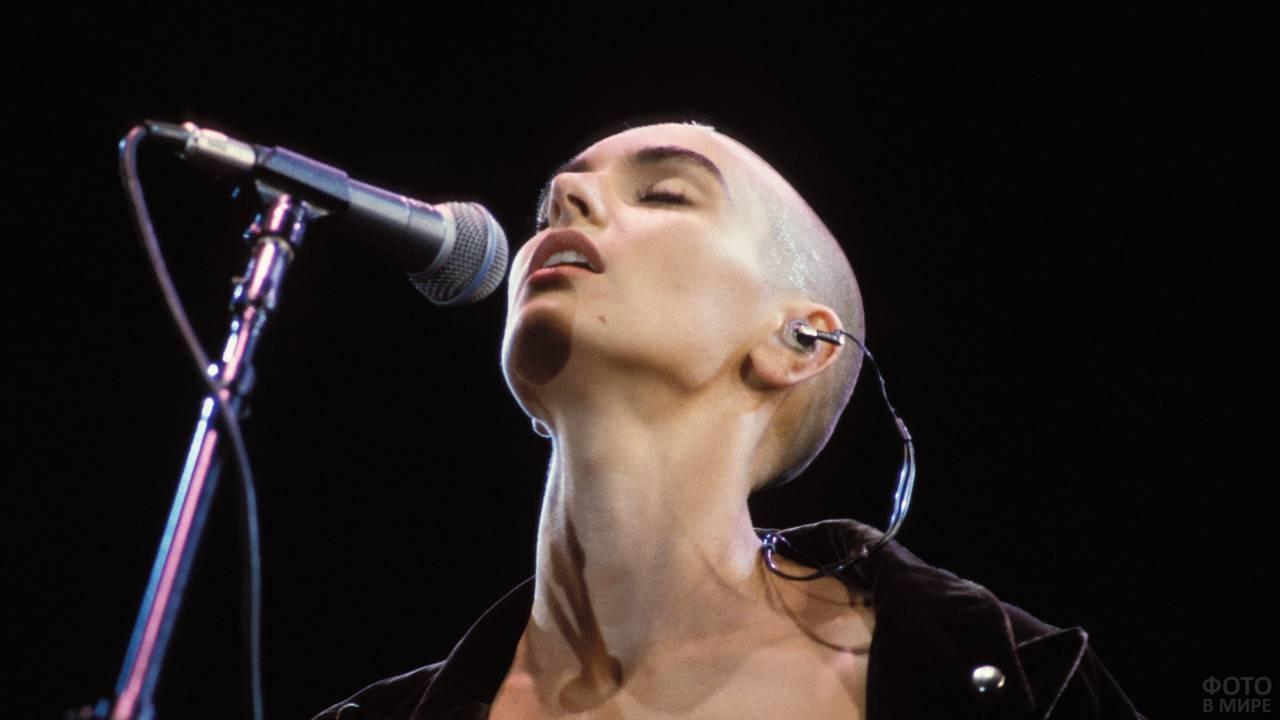 Девушка, которая поёт