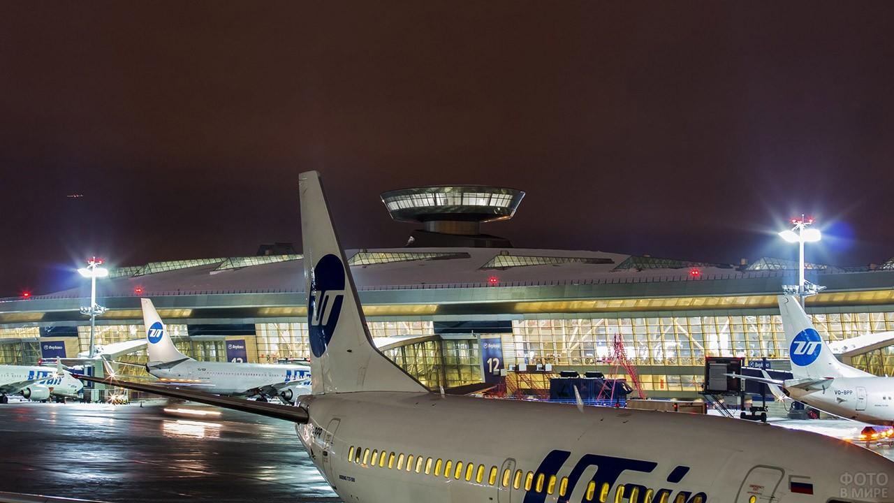 Вечерний перрон международного аэропорта имени Туполева