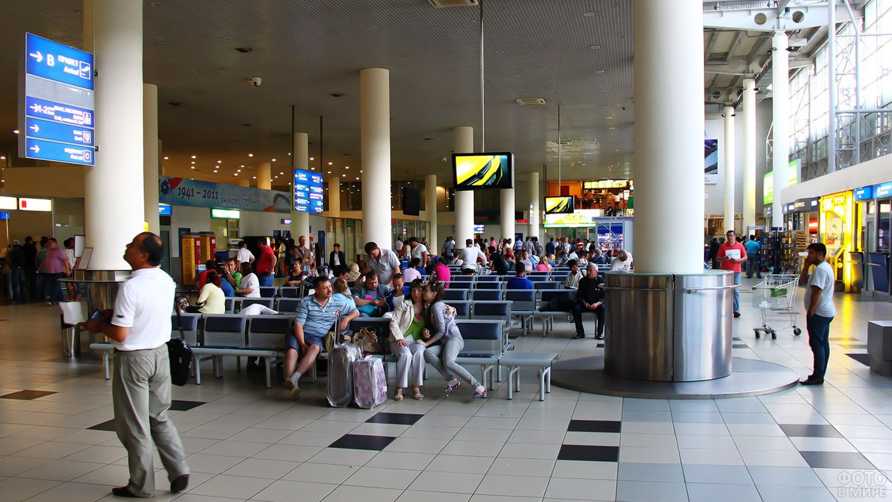 Зал ожидания в терминале Б