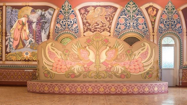 Декоративный элемент в галерее