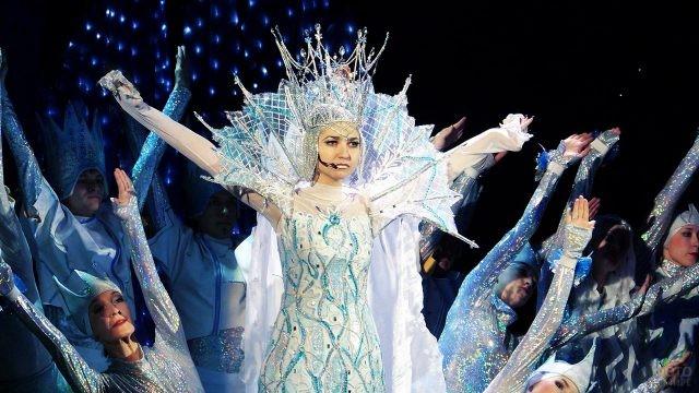 Актриса театрального шоу Снежная королева