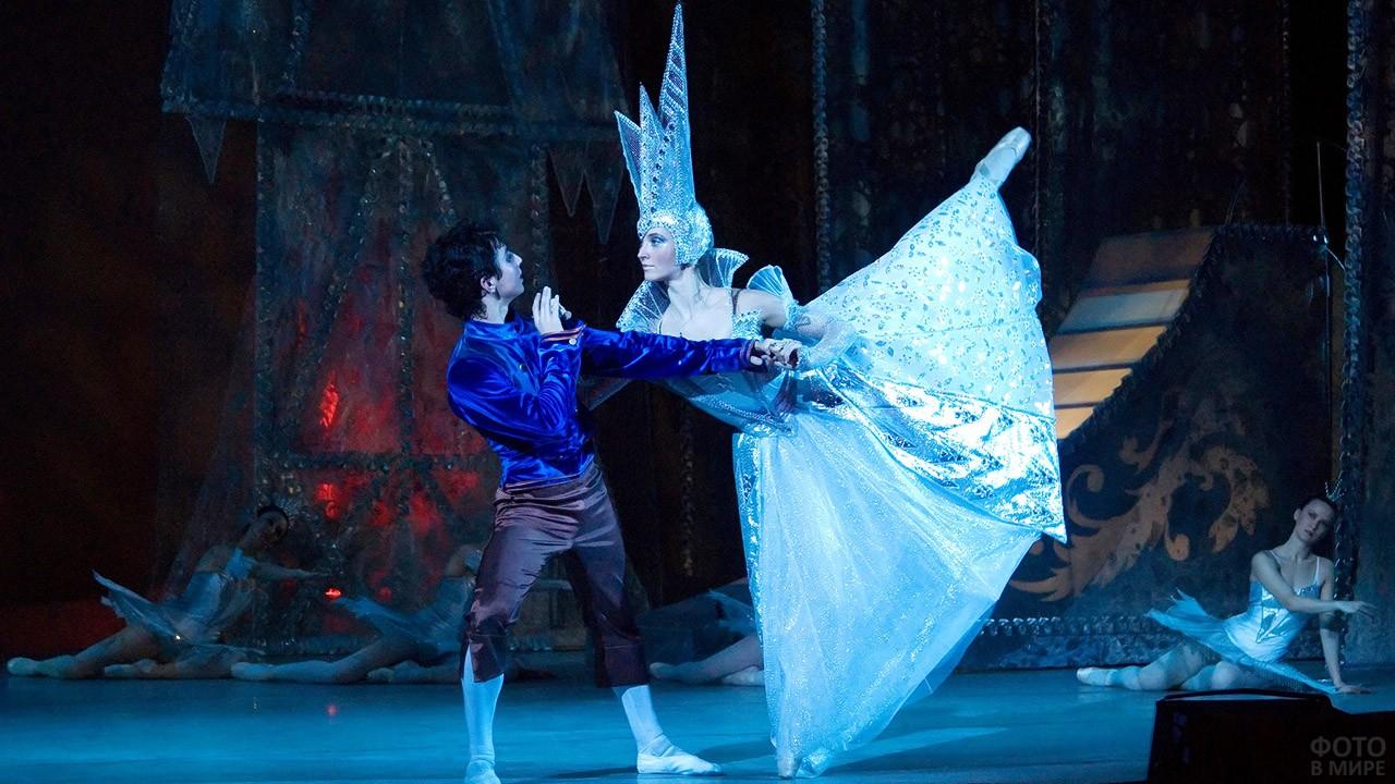 Артисты балета в постановке Снежная королева