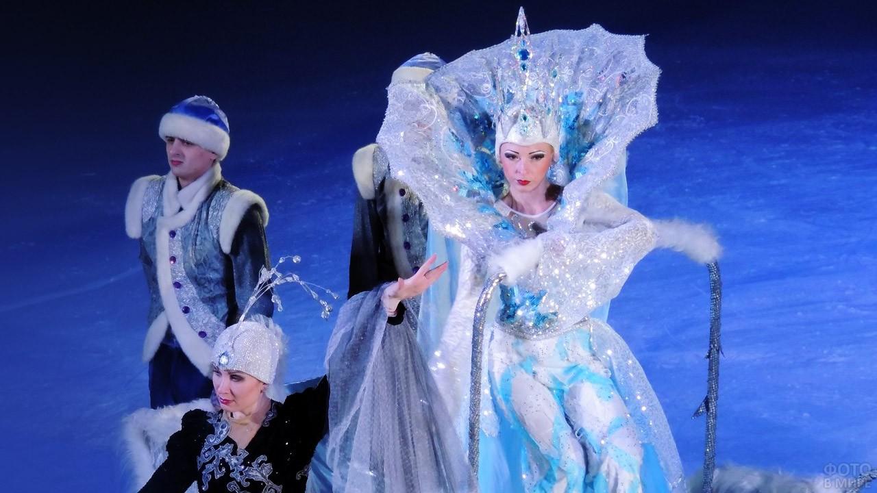 Артисты ледового шоу Снежная королева