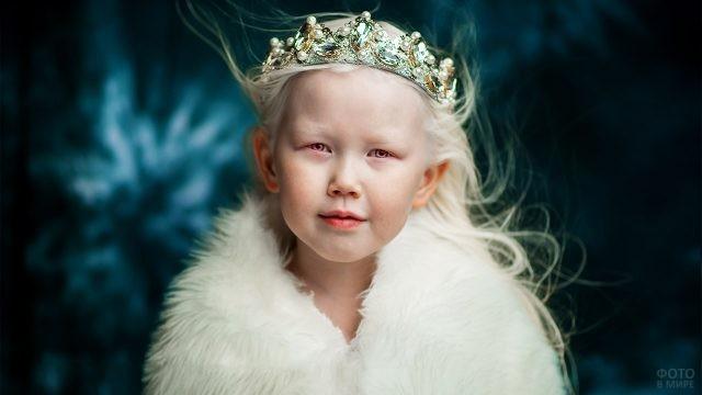 Уникальная якутская девочка-альбинос в образе Снежной королевы