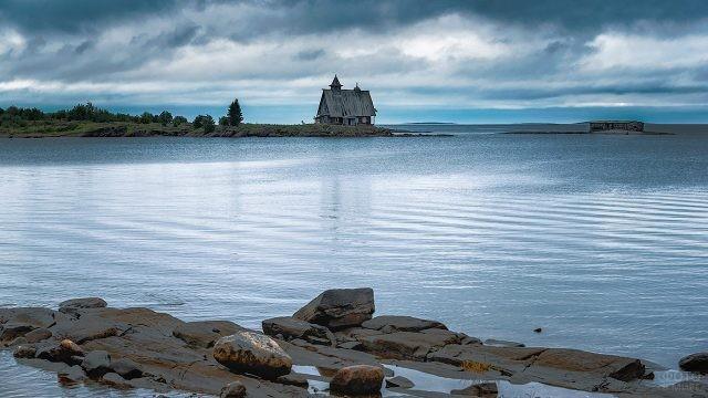 Осеннее утро на берегу Белого моря