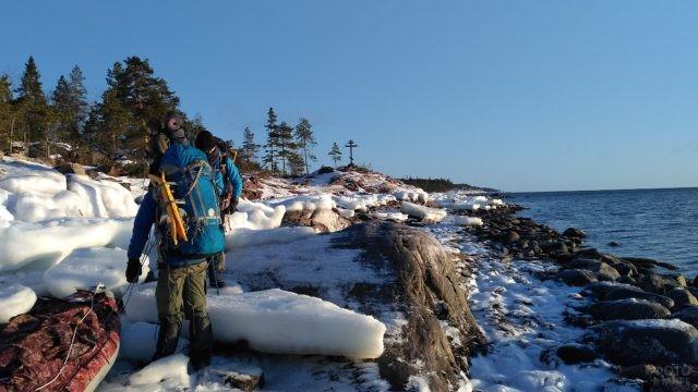 Поход по льду Белого моря
