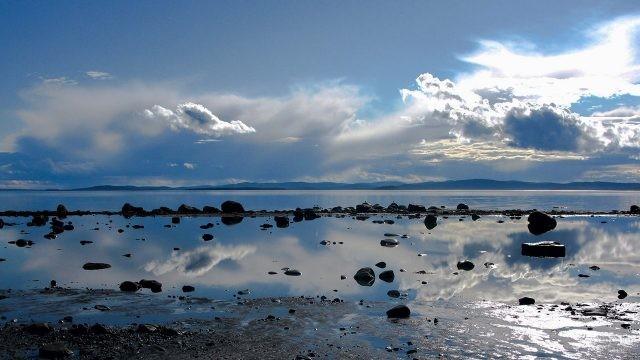 Зеркальная гладь моря в штиль