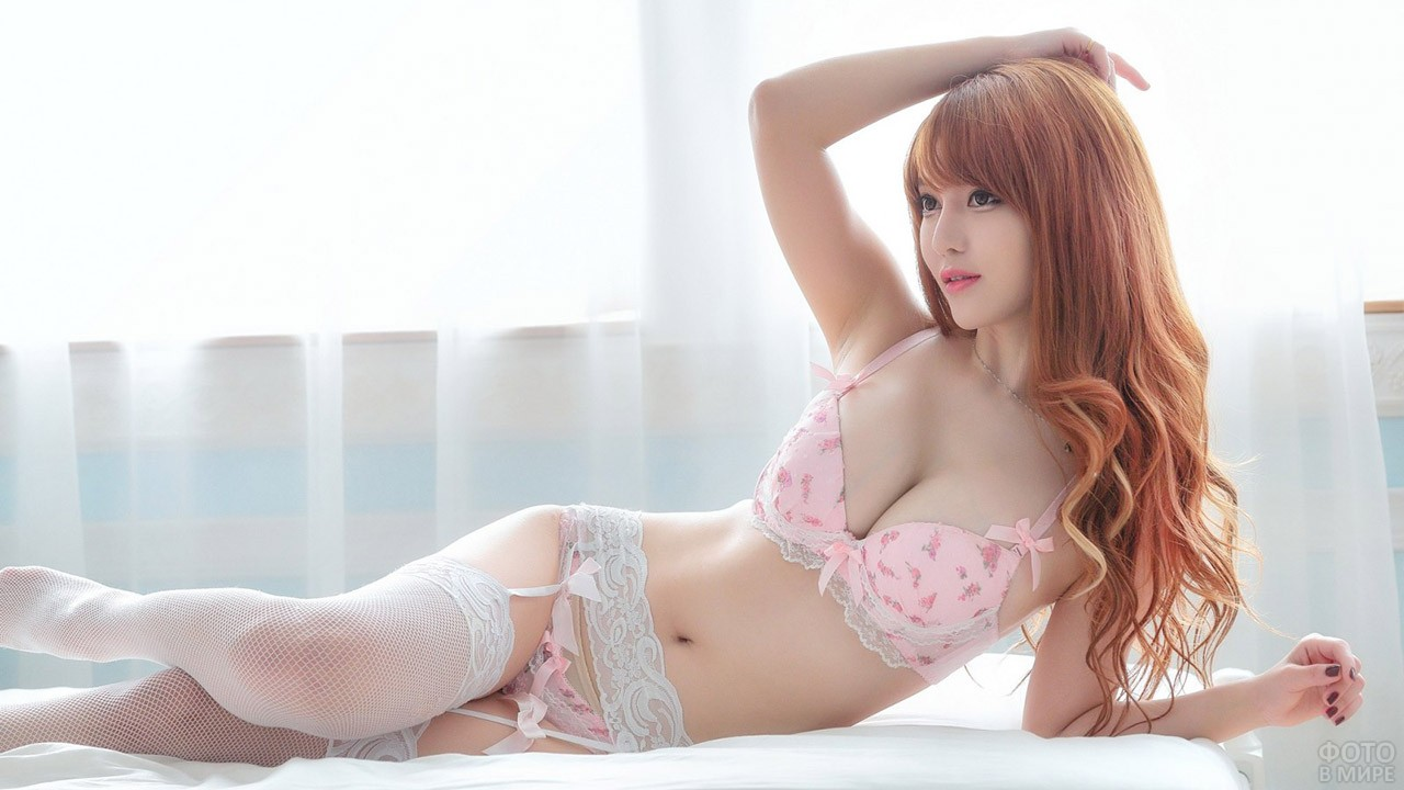 К-поп актриса в розовом белье