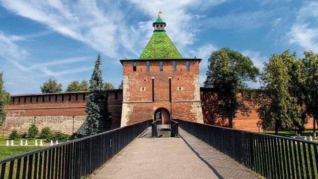 Мост, ведущий к Никольской башне