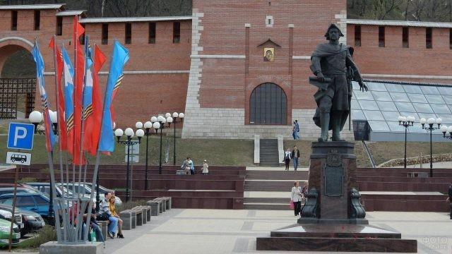 Памятник Петру I перед Зачатьевской башней