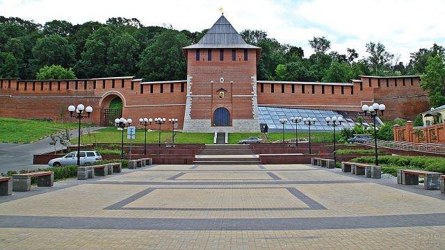 Площадь перед Зачатьевской башней